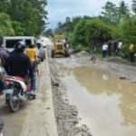 Mayor Caoagdan leads Bayanihan for rehabilitation of suspended road construction.